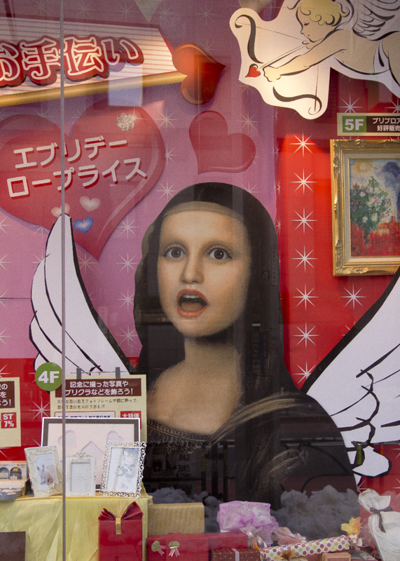 Started my week with an adventure to Shinjuku with two friends, because myself and another girl needed to stop at Sakeido for art supplies. The funky open-mouthed Mona Lisa shown here is the store's logo, and I dug the the Valentine's window display she was featured in.