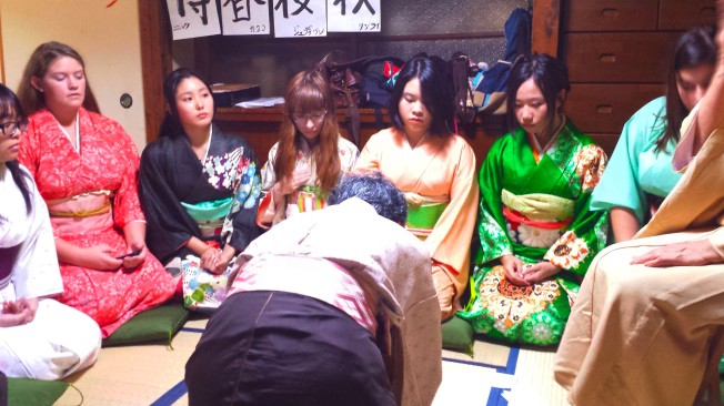 Remember to exchange bows at a Tea Ceremony!