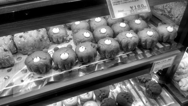 Adorable bear muffins in a train station. <3