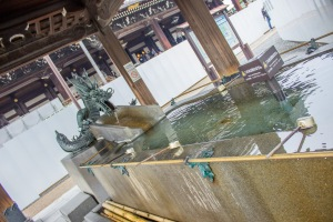 The purification fountain at Higashi Honganji was quite ornate. To enter, you must take the ladles, pour the water in your left hand, then right, and pour some water in your hand and sip it. Do not drink think water though, so make sure to spit in out in the appropriate area once you've sipped it.