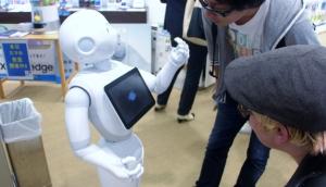 Roppongi-Softbank robot, hello-Michael Kent-TUJFL2015