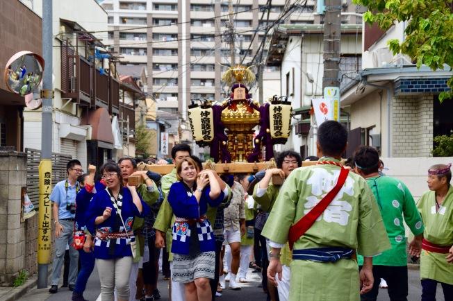 f16409_tokyo_mikoshi-from-the-front_tamlynkurata