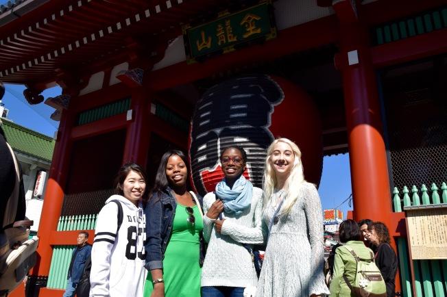 f16902_tokyo_in-front-of-kaminarimon_tamlynkurata