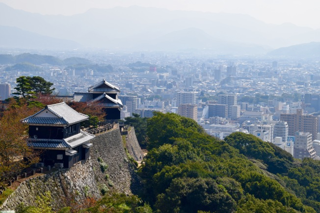 f161307_tokyo_view-of-matsuyama-from-the-castle_tamlynkurata