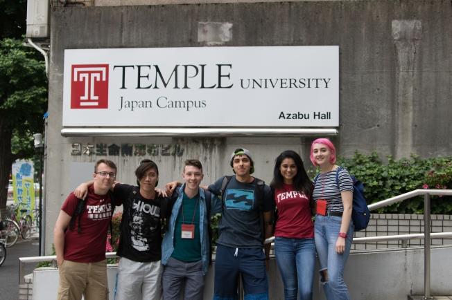 SU17106_Tokyo_students-outside-Azabu_RichelDIaz[1]