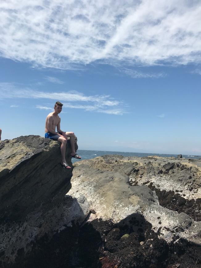 SU17108_Jogashima_exploring-rocks_RichelDiaz[1]