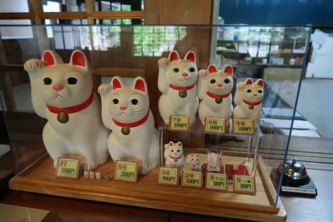 SU17309_Tokyo_GotokujiTempleCats_RichelDiaz