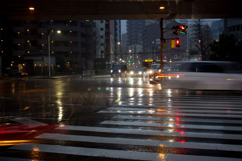 009_Minato-ku_Commute-in-the-rain-towards-Shirokane-Takanawa-Station_KaylaAmador