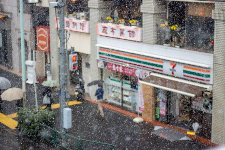 SP18201_Minato-ku_Snowing-in-Tokyo-7-11-view_KaylaAmador