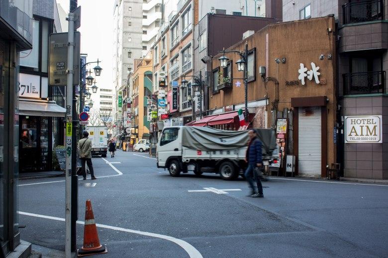 SP18307_Shinjuku_View-of-an-intersection_KaylaAmador
