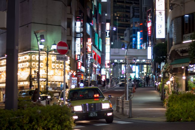 SP18403_Roppongi_Taxi-at-an-Intersection_KaylaAmador