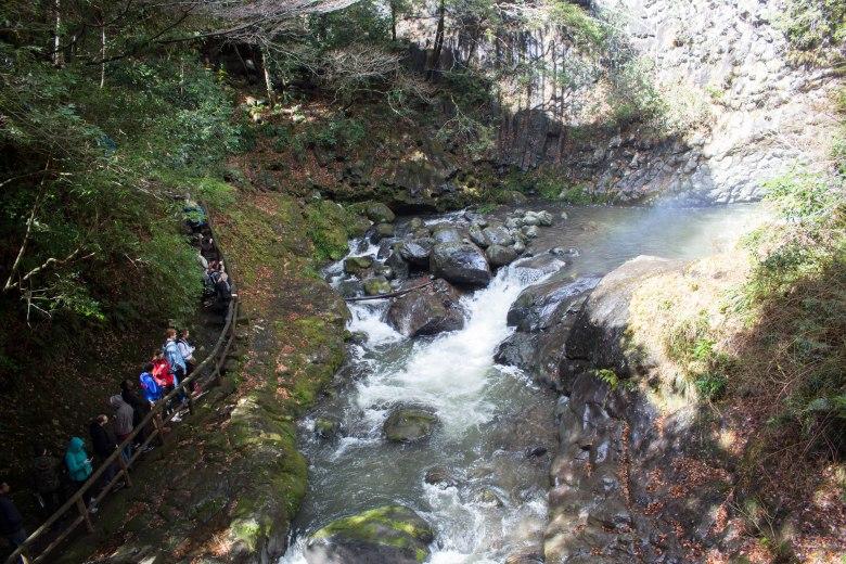 SP18805_Izu_Students Hiking through Kawazu Seven Falls_KaylaAmador
