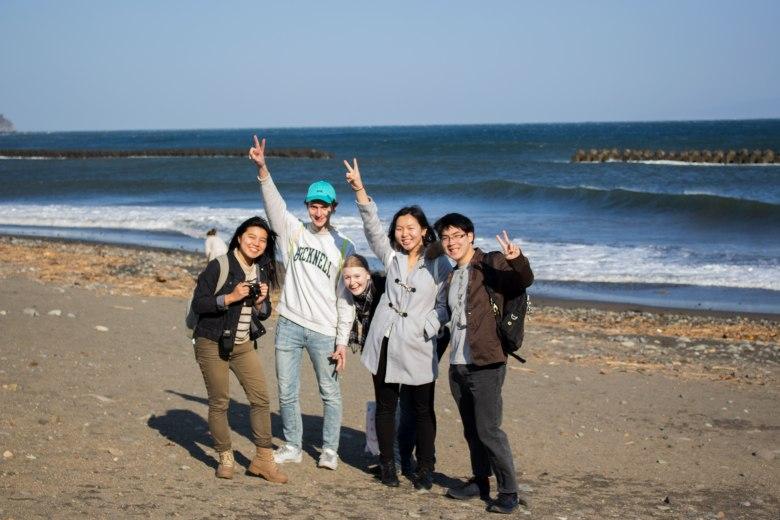 SP18810_Izu_SA Students at Kawazu Shore_KaylaAmador