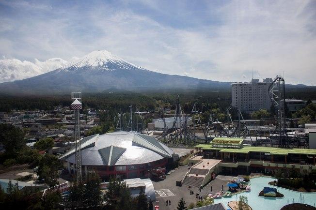 SP18507_Fuji-Q_View of Mt. Fuji from the Ferris Wheel_KaylaAmador